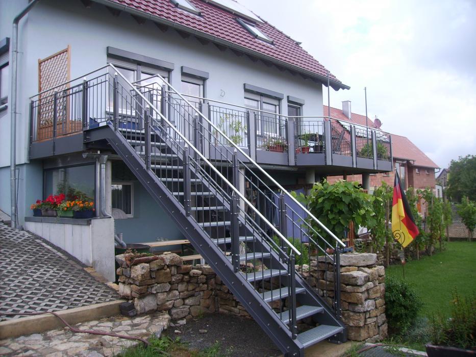 balkonbau und balkongel nder auburger stahl aussentreppen. Black Bedroom Furniture Sets. Home Design Ideas