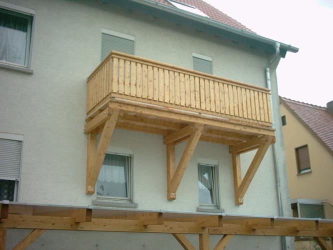 balkonbau und balkongel nder auburger holz anbaubalkone mit holzgelaendern. Black Bedroom Furniture Sets. Home Design Ideas